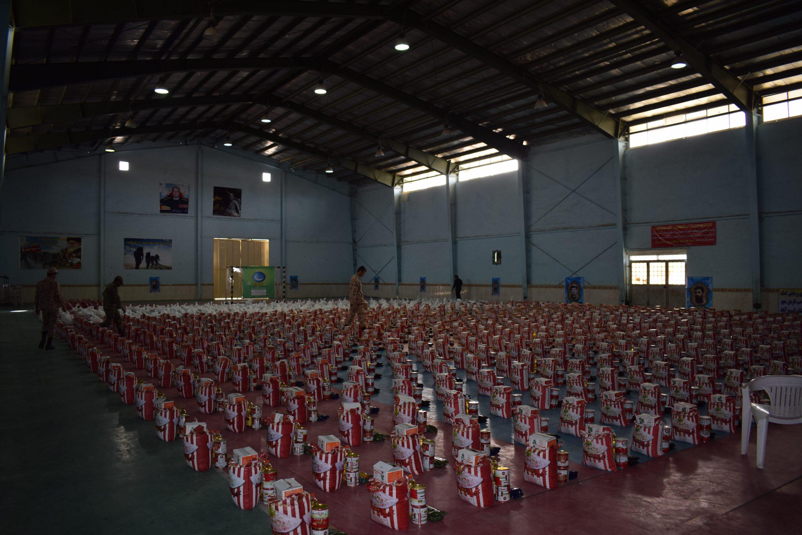 توزیع 1200 بسته معیشتی کمکهای مومنانه در شهرستان فیروزآباد