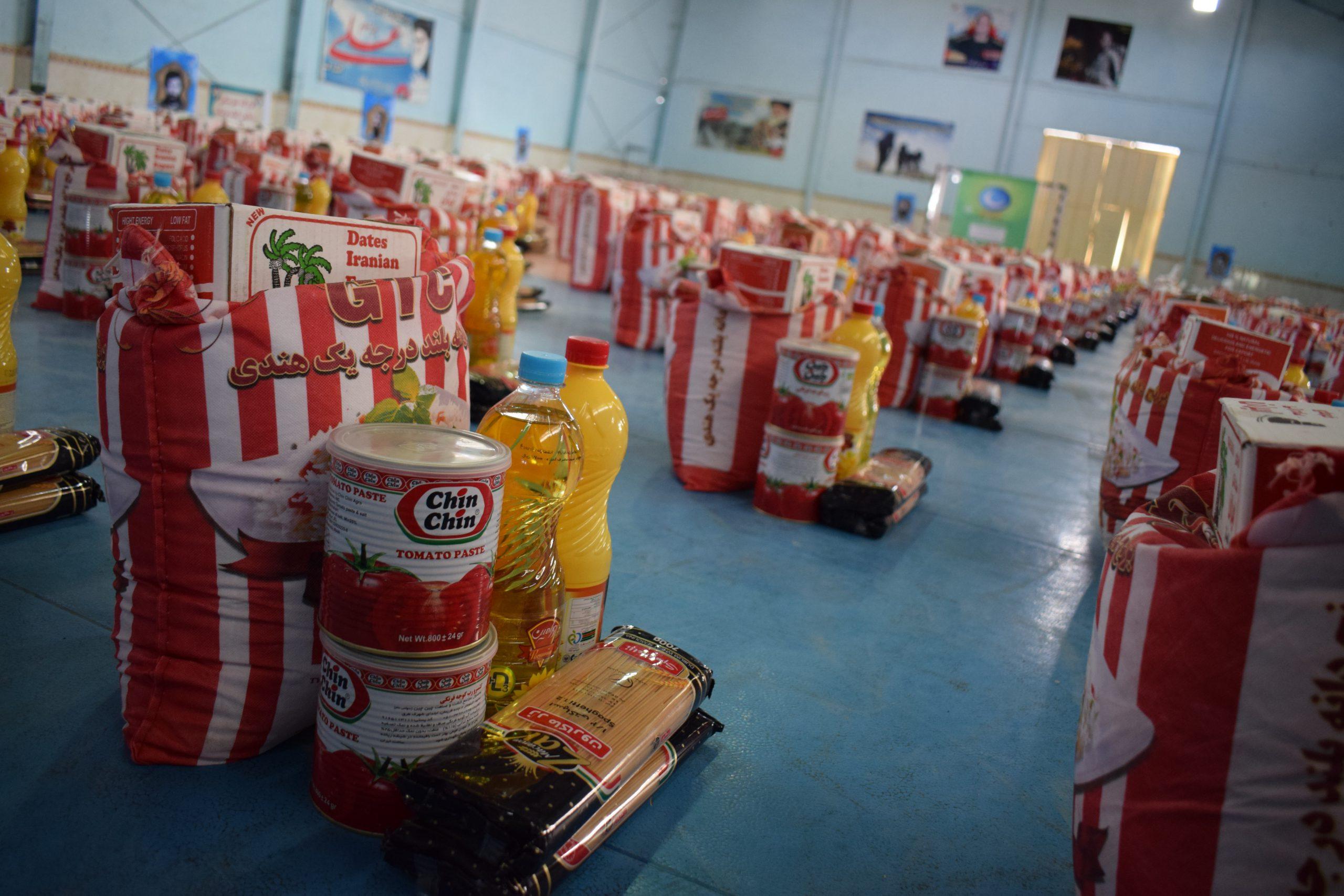 توزیع بیش از ۴۵۰۰ بسته کمک مومنانه در فیروزآباد
