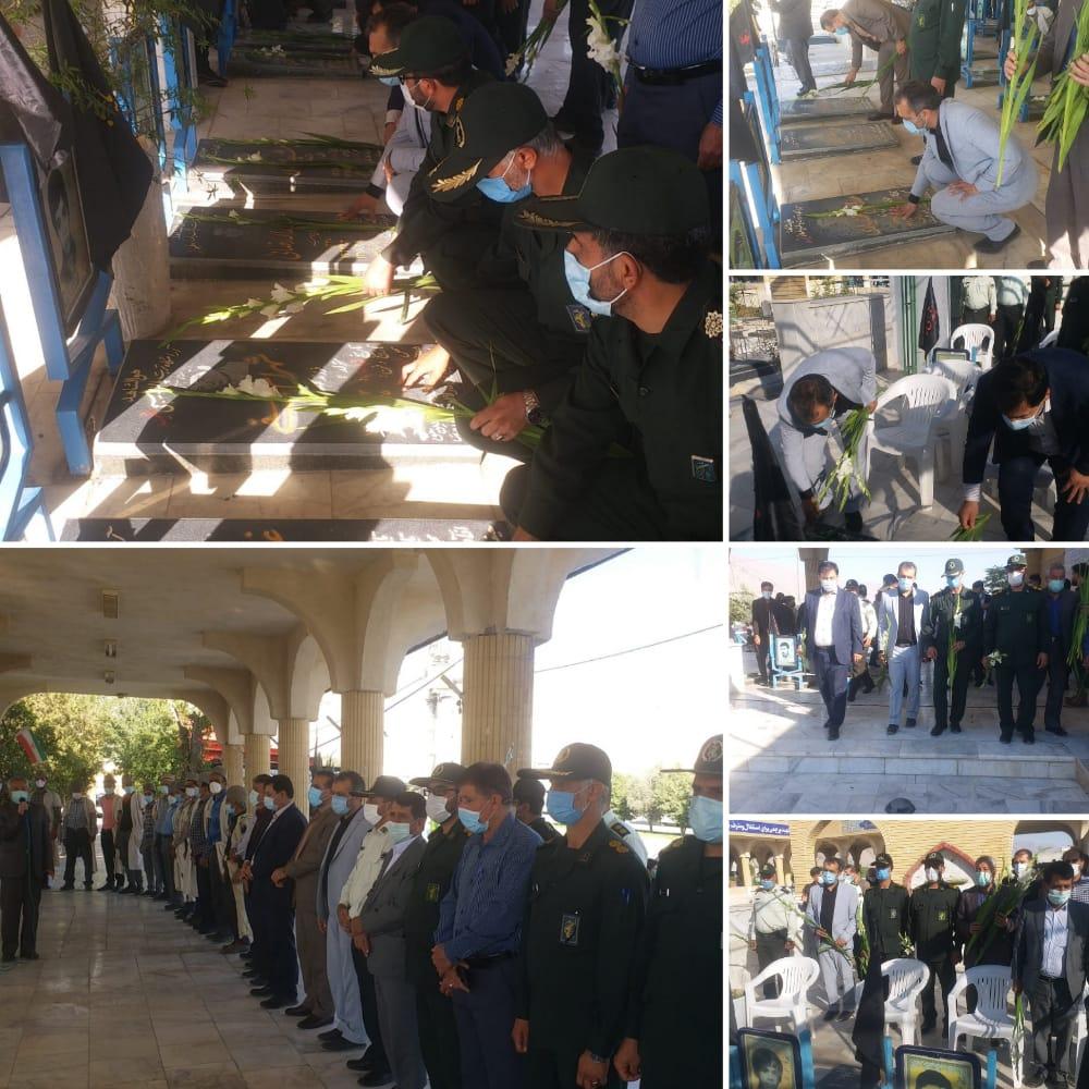 قبور شهدای شهرستان فیروزآباد به مناسبت گرامیداشت هفته دفاع مقدس عطرافشانی و گلباران شد